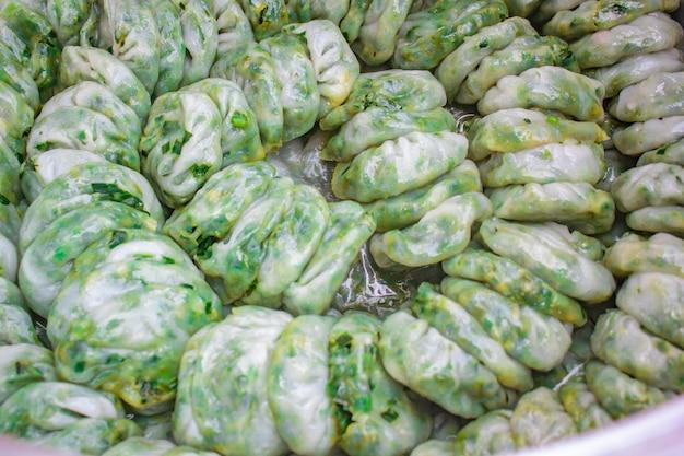 蒸し餃子はにんにくチャイブを詰めた、kanom kuicheai