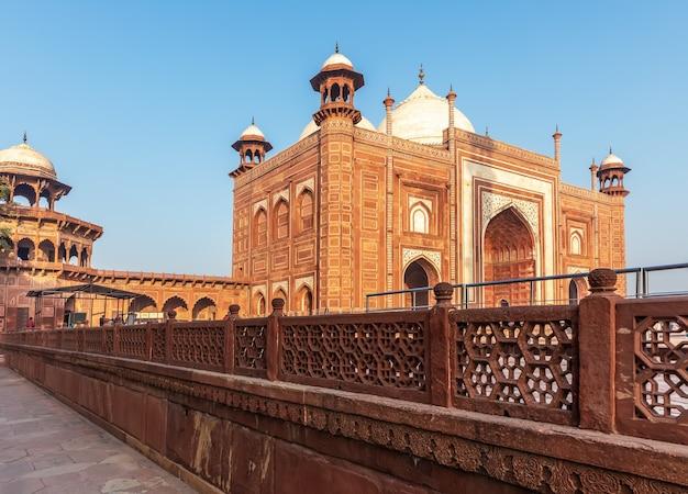 Kau ban mosque, taj mahal mausoleum, india.