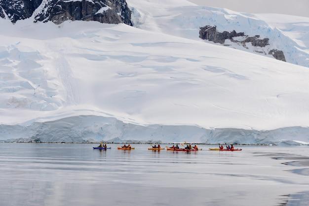 南極海でのカヤック