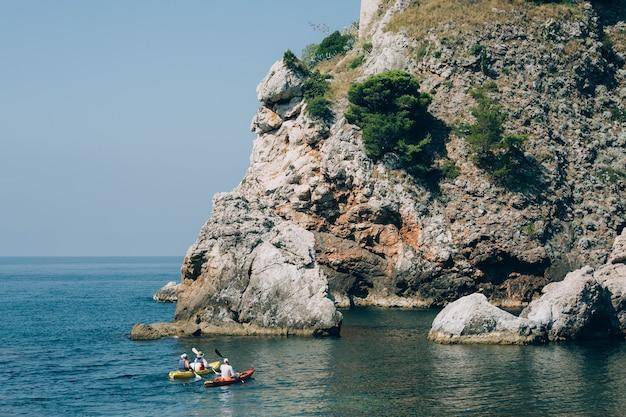 두브 로브 니크 크로아티아 근처 바다에서 카약 바다 관광 카약