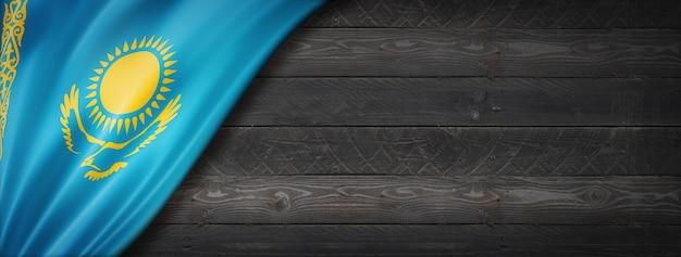 Флаг казахстана на черной деревянной стене