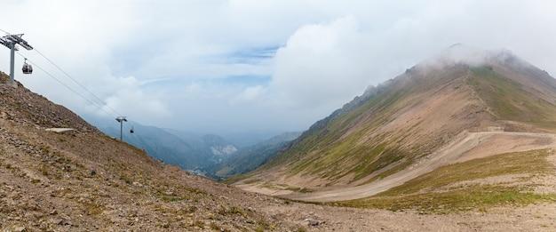카자흐스탄 산. 카자흐스탄, shymbulak에 있는 medeu의 흐린 산.