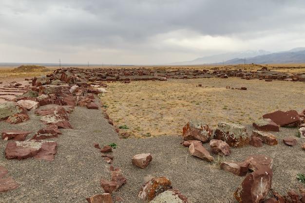 カザフスタン。建築と考古学の複合体アクルタス。
