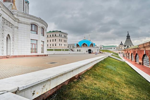 러시아 카잔 - 2020년 10월 26일, 카잔 크렘린 영토에 있는 쿨 샤리프 모스크. 무슬림