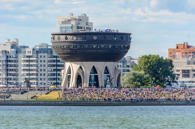 ロシア連邦カザン-2020年7月25日:航空休暇「私は2020年の空を選びます」。ロシアの航空艦隊の日。中央の結婚式の宮殿。大勢の人。