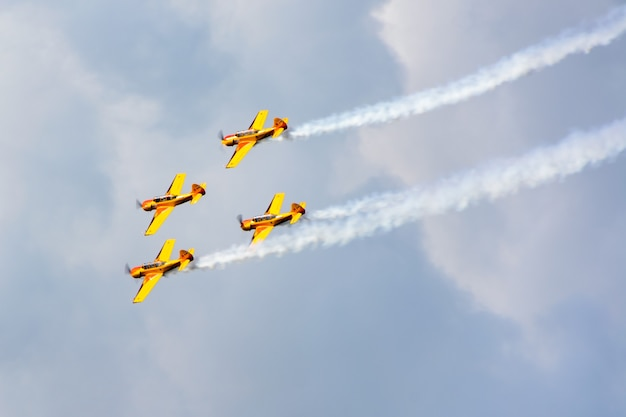 ロシア連邦カザン-2020年7月25日:航空休暇「私は空を選ぶ-2020」。ロシアの航空艦隊の日。小型スポーツ航空機は航空ショーでアクロバットを行います。