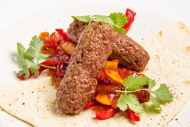 Кебаб и овощи в соусе