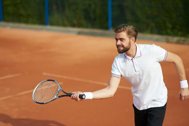 落ち着いてテニスをする