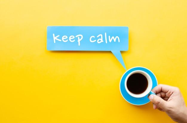 Сохраняйте спокойствие с кофе, чайными концепциями