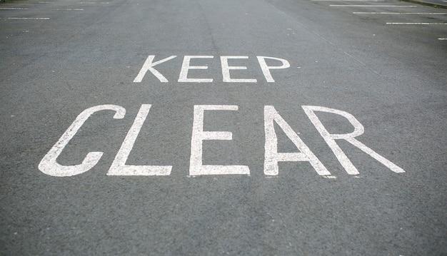 도로에 명확한 표시 유지 프리미엄 사진