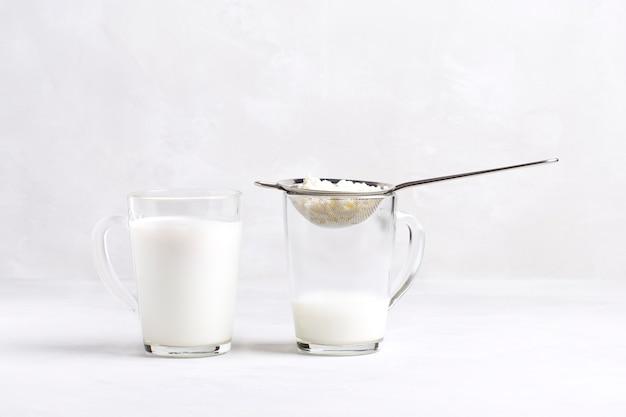 Kefir fermented milk drink with kefir grains.