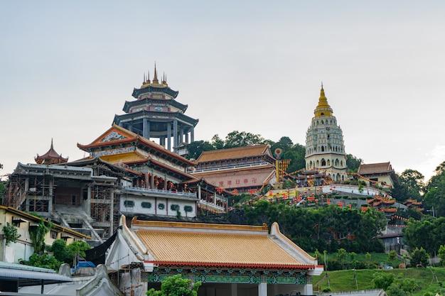 Храм кек лок си - самый большой и прекрасный храмовый комплекс в юго-восточной азии.