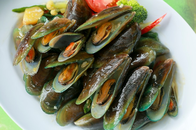 Kerang hijau saus tiram. delicious asian style green mussel with spicy seafood sauce