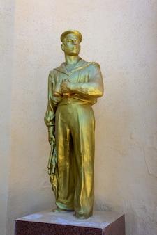 Керчь, россия - 13 августа 2019 г .: памятник морякам великой отечественной войны