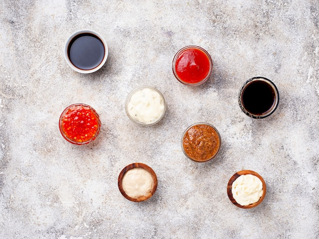 Кетчуп, майонез, горчица, хрен, соевый соус и тартар