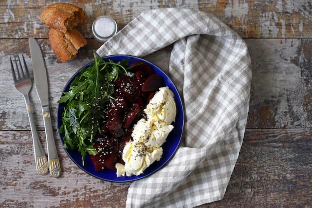 Keto salad with beets, arugula and mascarpone cheese.
