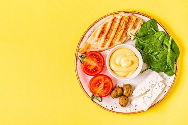Кетогенное диетическое питание, концепция здорового питания, вид сверху, копия пространства.