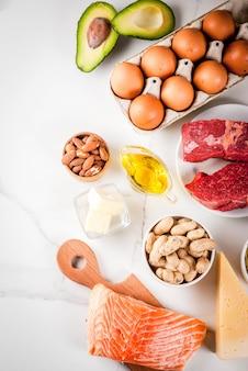 Кетогенная концепция диеты с низким содержанием углеводов. здоровое сбалансированное питание с высоким содержанием полезных жиров. диета для сердца и сосудов