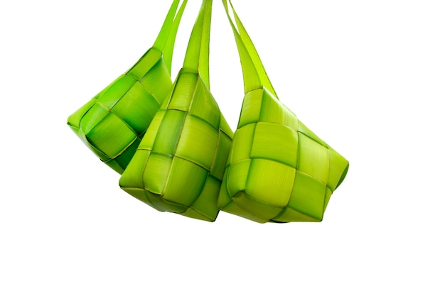 Ketupat lebaran 또는 쌀 만두는 인도네시아 음식입니다