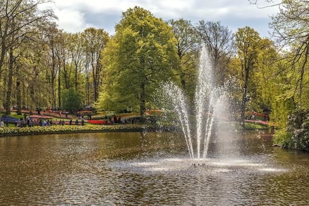 美しい春の花が咲くキューケンホフ公園キューケンホフ公園オランダ