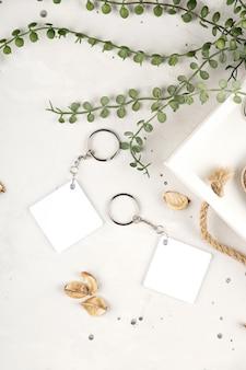 Макет брелка для отображения дизайна макета брелка в уютном домашнем дизайне пустой ромб белый сублима ...