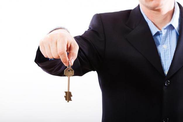 Ключ в руке бизнесмен.