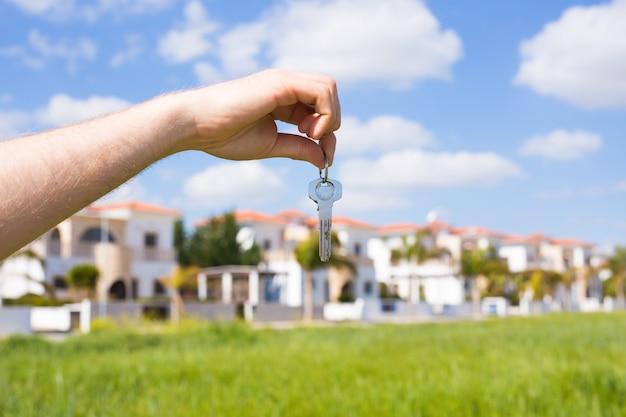 新築祝いのテナントと新築住宅の新築住宅と不動産のコンセプトの鍵