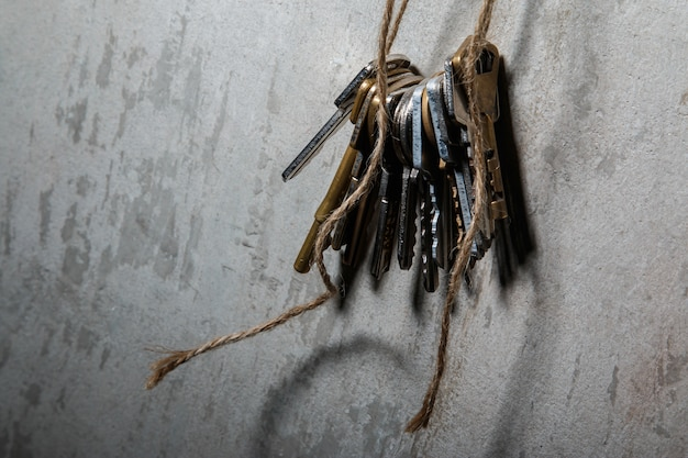 Keys on the thread