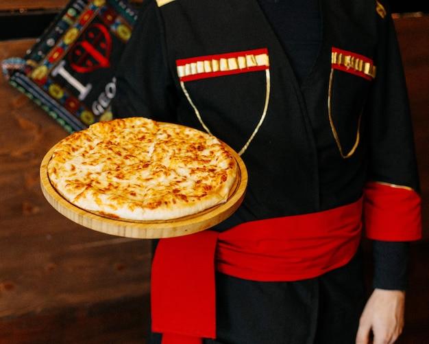 テーブルの上のカチャプリチーズ