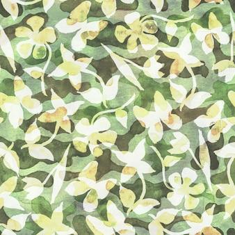 Khak花のカモフラージュ抽象的な背景。抽象的なカラフルなスポット、花、蝶とのシームレスな森林パターン。カーキ、白、ベージュ、緑の色。水彩手描きイラスト。