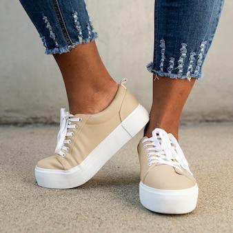 카키 캔버스 운동화 여성 신발 의류 촬영