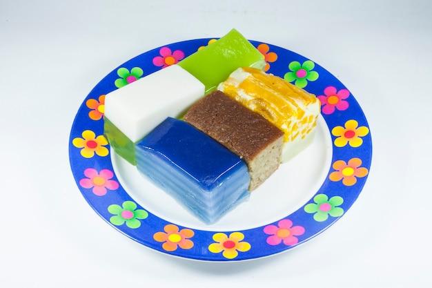 Khanom chan 또는 태국 디저트 밝은 색상