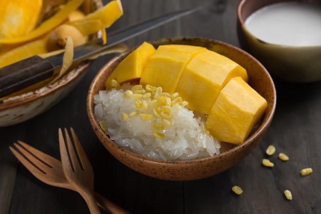 カオniew ma muang、マンゴーとべたつき米