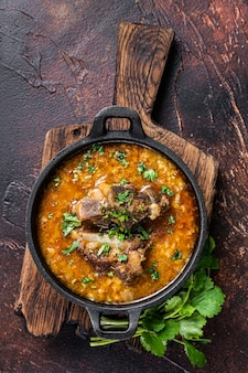 Суп харчо с бараниной, рисом, помидорами, морковью, перцем, грецкими орехами и специями
