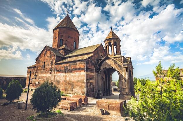 Хор вирап - древний монастырь, расположенный в долине арарат в армении.