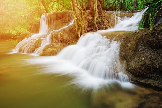 Khuean srinagarindra national parkのhuay mae kamin滝のレベル7