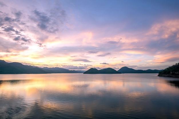 Khuean srinagarindra national parkカンチャナブリ・ポーヴィスの美しい夕日