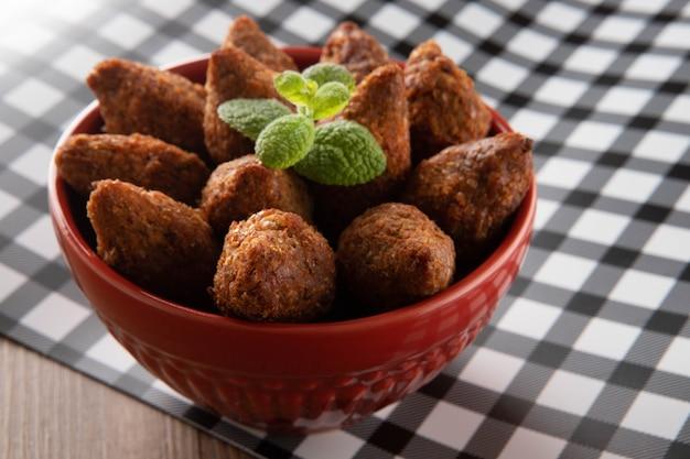 Kibbeh-中東産のひき肉。ブラジルの代表的なパーティー料理(きべ)の揚げ物。