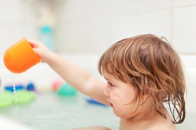 Kid bathes in bath