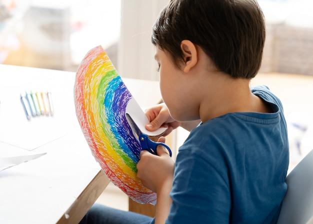 虹の形の子供切断紙