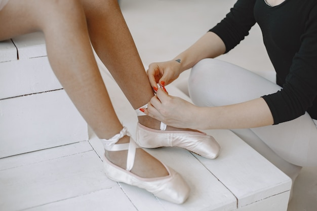 Kid in dance class with teatcher