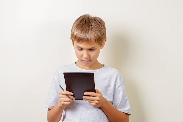 Детский рисунок с графическим планшетом и стилусом