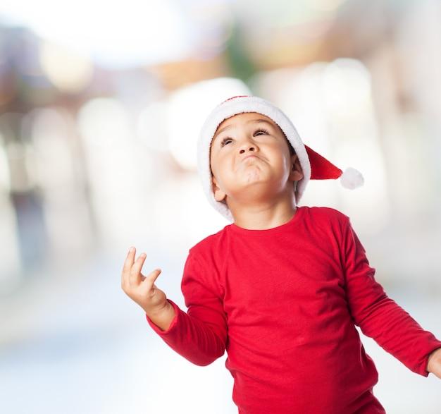 빨간 옷을 입은 아이