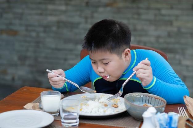 음식을 먹는 아이, 행복한 시간, 아침 식사