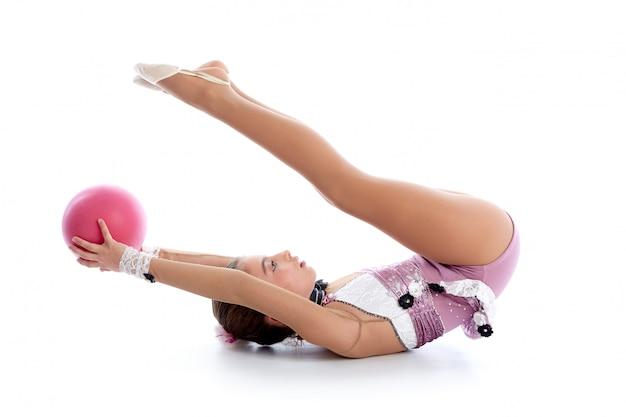 화이트에 꼬마 소녀 공 리듬 체조 운동