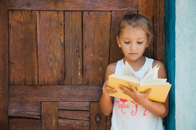 本に興味のある子供