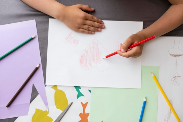 Kid learning how to draw