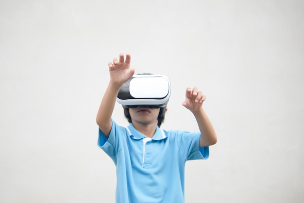 Kid looking on visual reality box