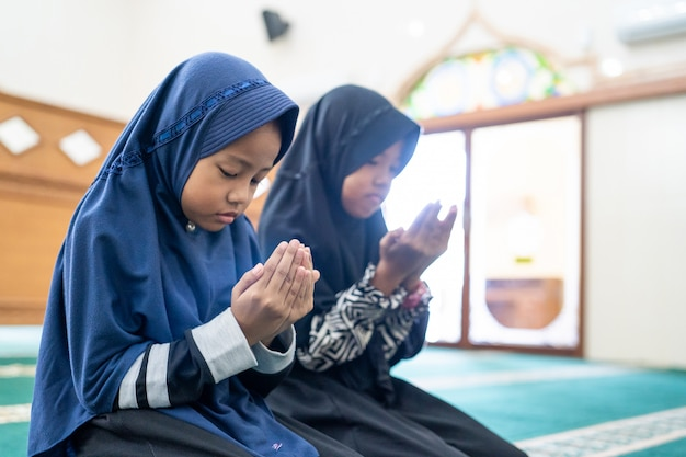 Kid muslim praying to god