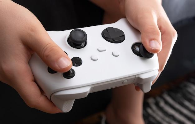 Детские игры с игровым контроллером нового поколения.